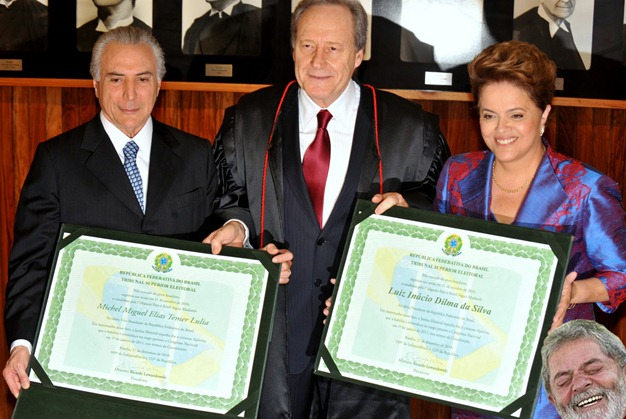 21_12_2010_dilma_diploma_lula_rindo